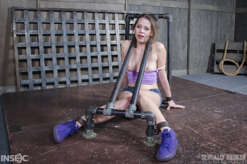 bondage-sex-porn Bondage sex porn with 23 years old Zoey Laine